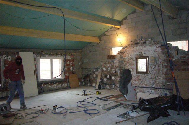 travaux-rehaussement-pavillon-interieur-16-doublage-peinture-avant-texas-batiment-min