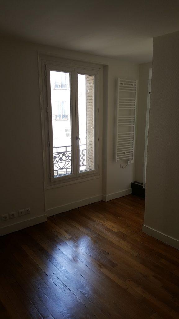 Travaux-de-renovation-a-Asnieres-d'un-studio-16-pose-de-carrelage-toile-de-verre-peinture-plomberie-electricite-salle-de-bains-chambre-texas-batiment-rge-min