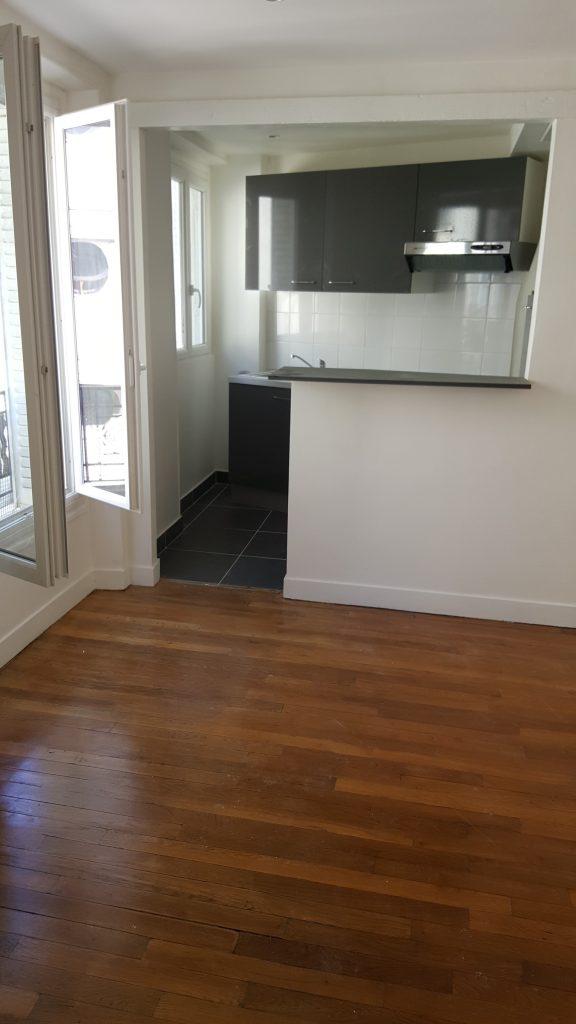 Travaux-de-renovation-a-Asnieres-d'un-studio-3-pose-de-carrelage-toile-de-verre-peinture-plomberie-electricite-cuisine-texas-batiment-rge-min