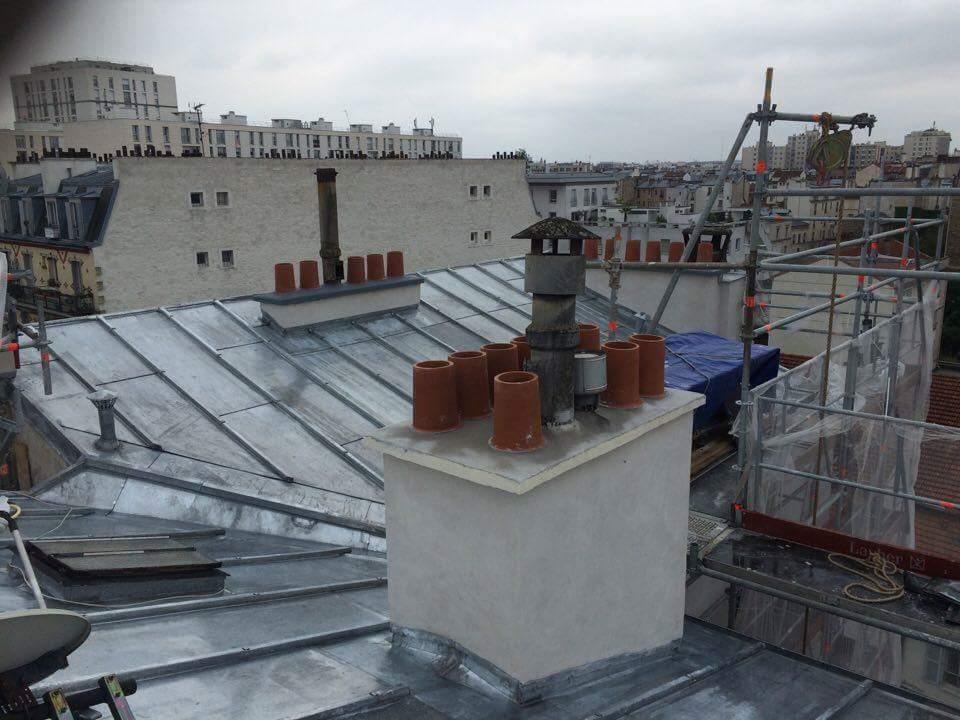 Travaux-de-toiture-couverture-11-renovation-une-cheminee-souches-pour-bonne-etancheite-du-conduit-et-resistance-texas-batiment-certifie-rge-min