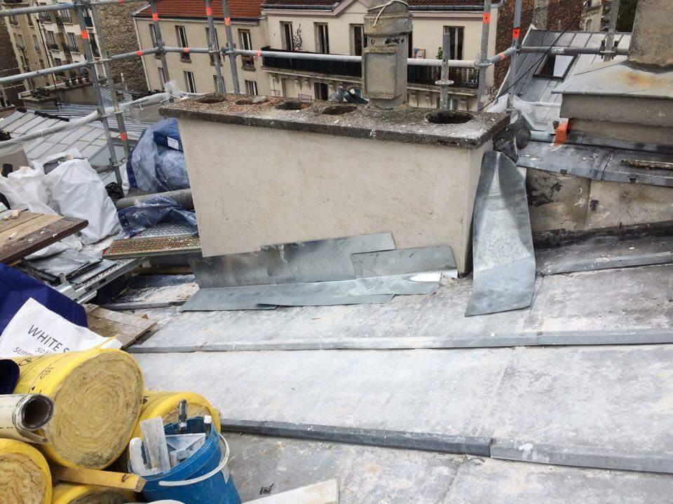 Travaux-de-toiture-couverture-2-renovation-une-cheminee-souches-pour-bonne-etancheite-du-conduit-et-resistance-texas-batiment-certifie-rge-min