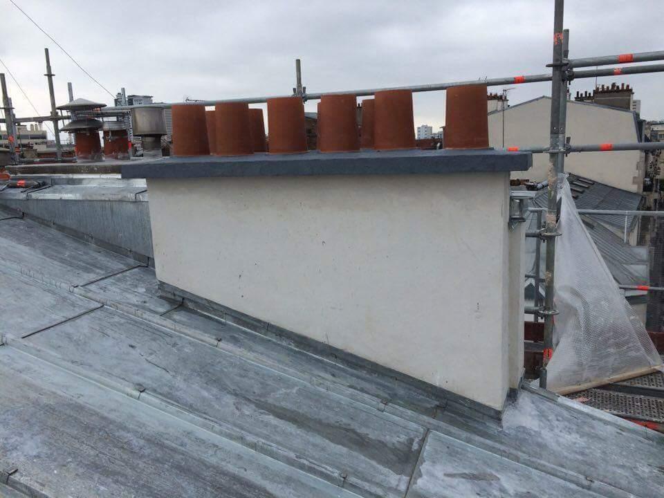 Travaux-de-toiture-couverture-24-renovation-une-cheminee-souches-pour-bonne-etancheite-du-conduit-et-resistance-texas-batiment-certifie-rge-min