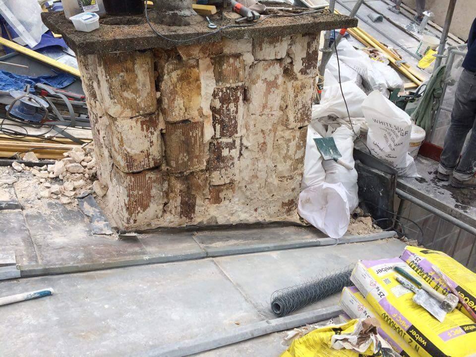 Travaux-de-toiture-couverture-7-renovation-une-cheminee-souches-pour-bonne-etancheite-du-conduit-et-resistance-texas-batiment-certifie-rge-min