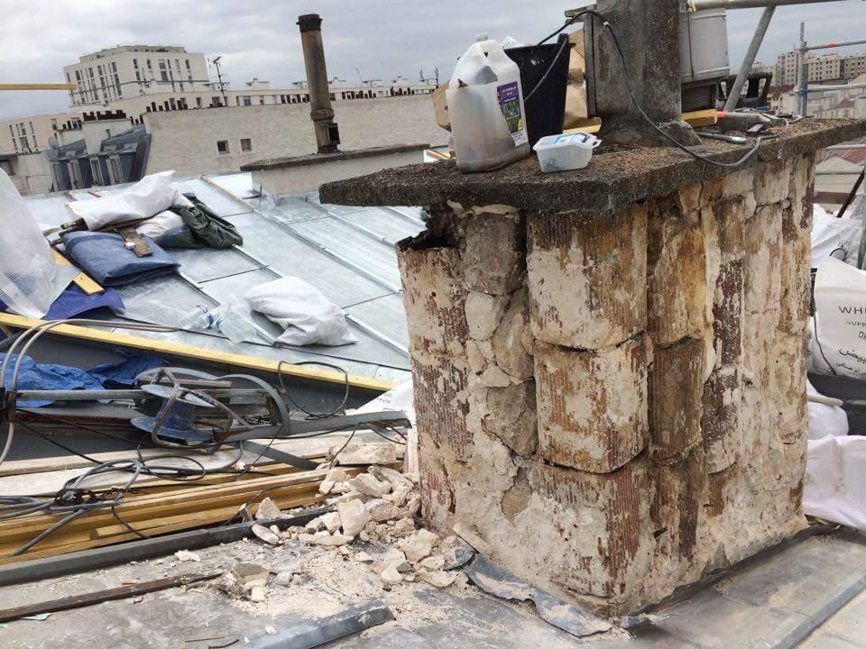 Travaux-de-toiture-couverture-8-renovation-une-cheminee-souches-pour-bonne-etancheite-du-conduit-et-resistance-texas-batiment-certifie-rge-min
