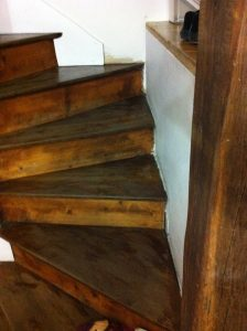 escalier-bois-1-travaux-creation-avant-coffrage-texas-batiment-min