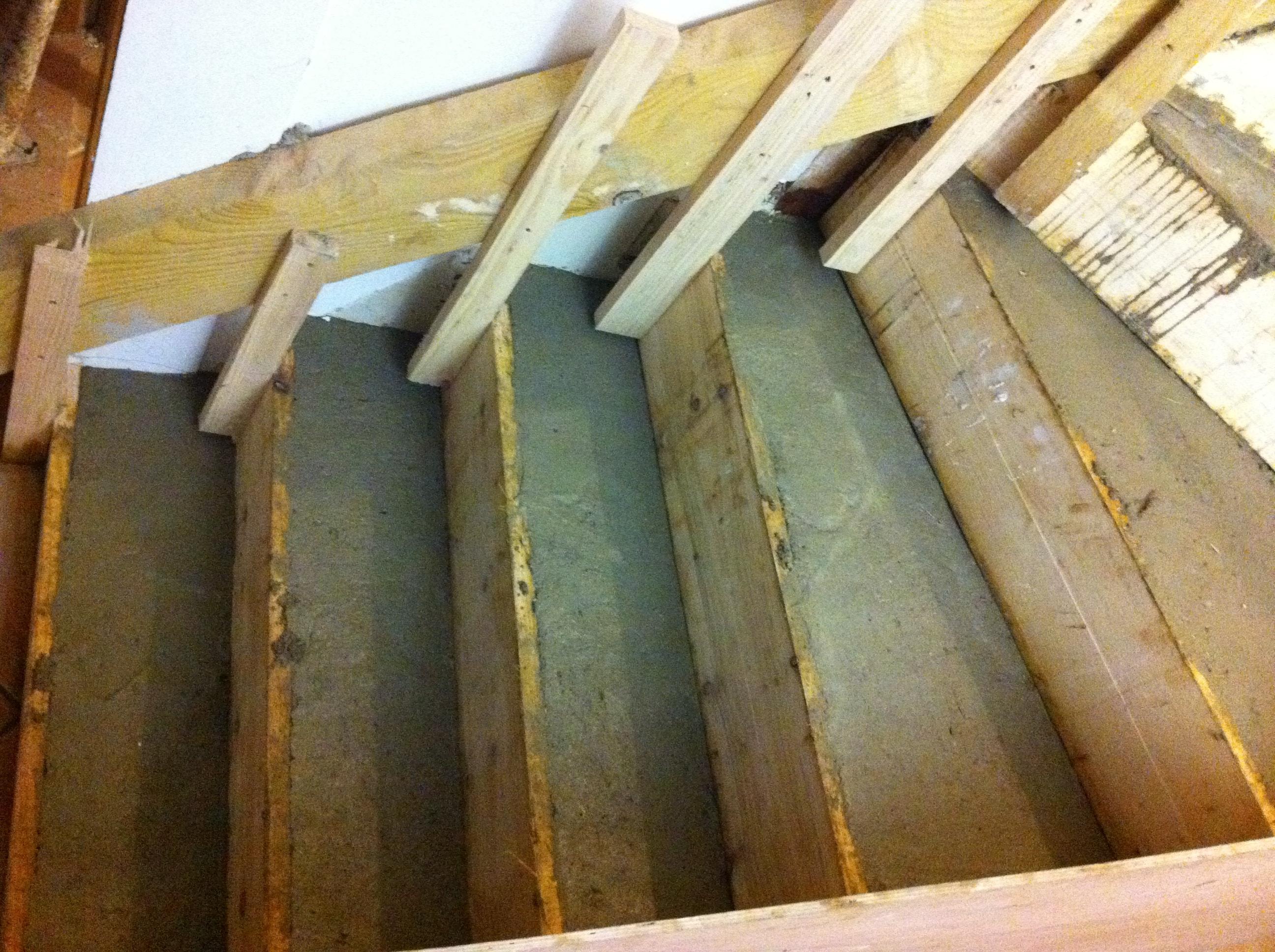 escalier-bois-10-travaux-creation-pendant-coffrage-coulage-béton-texas-batiment-min