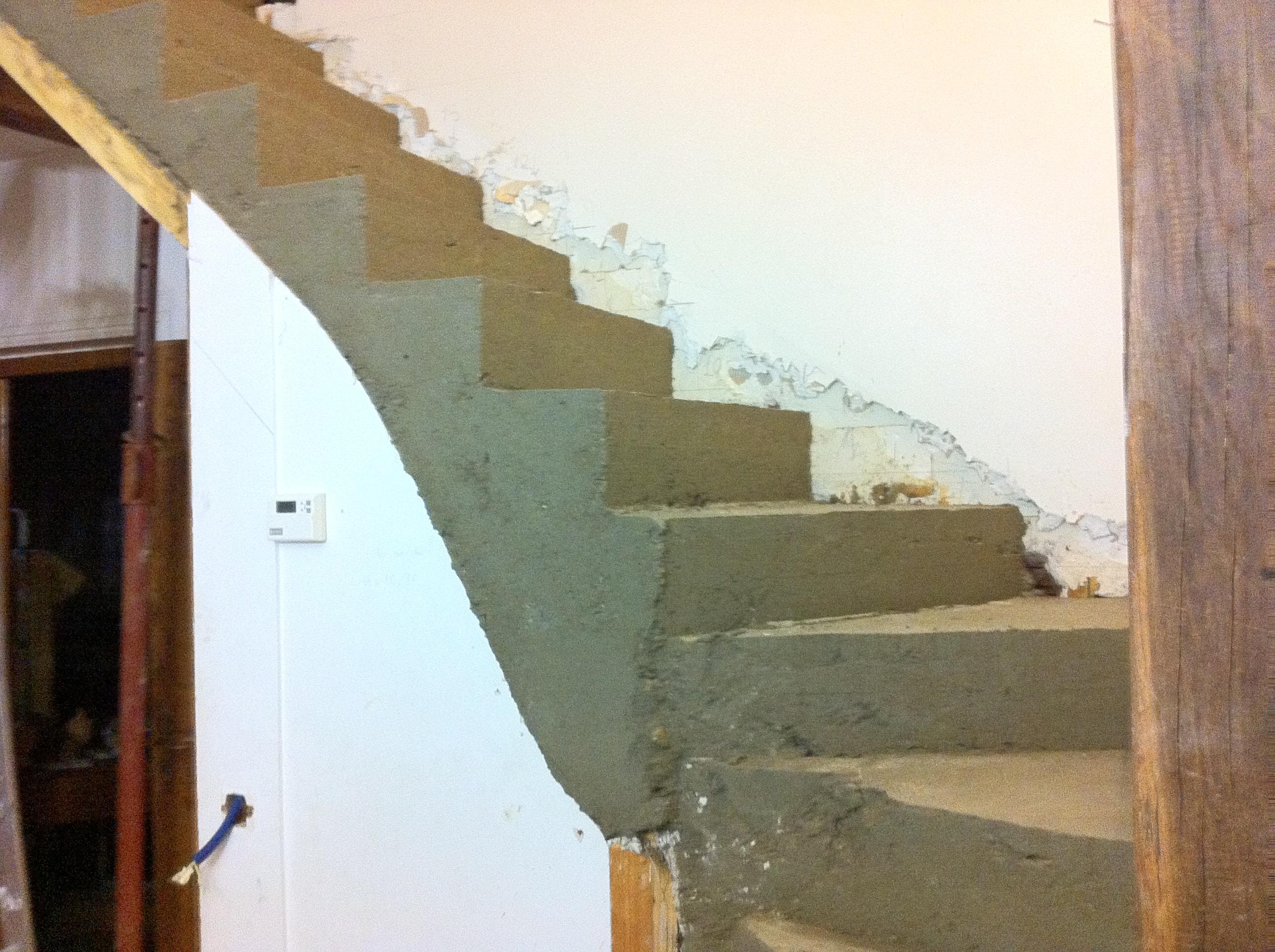 escalier-bois-10-travaux-creation-pendant-decoffrer-béton-texas-batiment-min