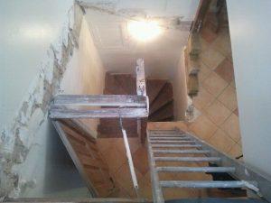 escalier-bois-4-travaux-creation-debut-coffrage-demolition-texas-batiment-min