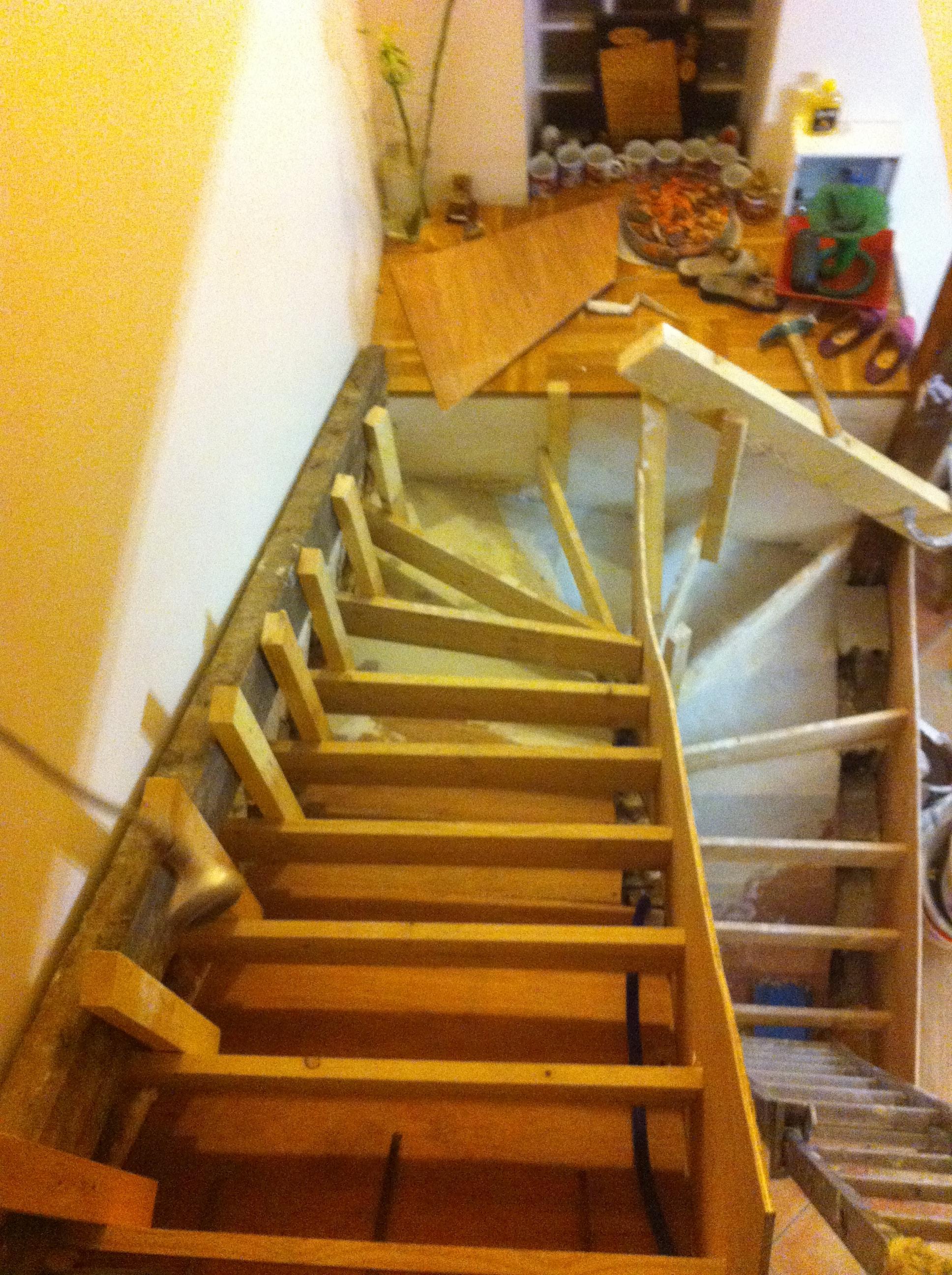 escalier-bois-6-travaux-creation-debut-coffrage-vue-dessus-texas-batiment-min