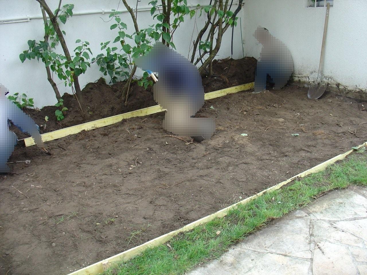 travaux-amenagement-jardin-2-decaissement-graviers-ferraillage -coulage-d'une-dalle-en-beton-texas-batiment-rge-min
