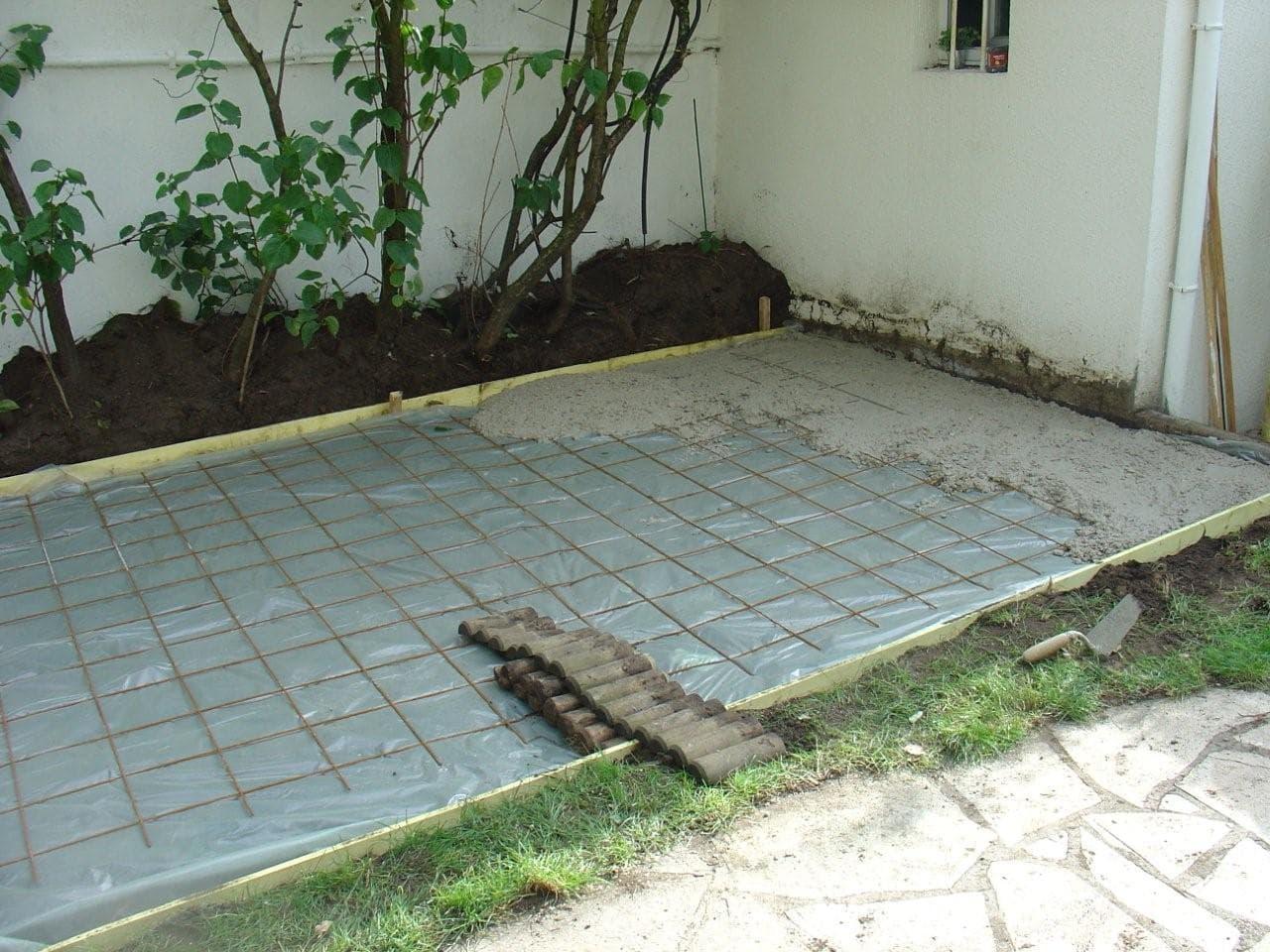 travaux-amenagement-jardin-3-decaissement-graviers-ferraillage -coulage-d'une-dalle-en-beton-texas-batiment-rge-min