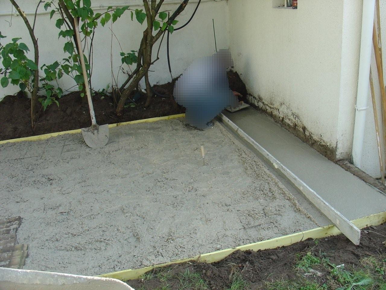 travaux-amenagement-jardin-4-decaissement-graviers-ferraillage -coulage-d'une-dalle-en-beton-texas-batiment-rge-min