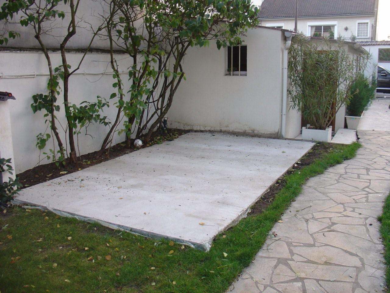 travaux-amenagement-jardin-5-decaissement-graviers-ferraillage -coulage-d'une-dalle-en-beton-texas-batiment-rge-min