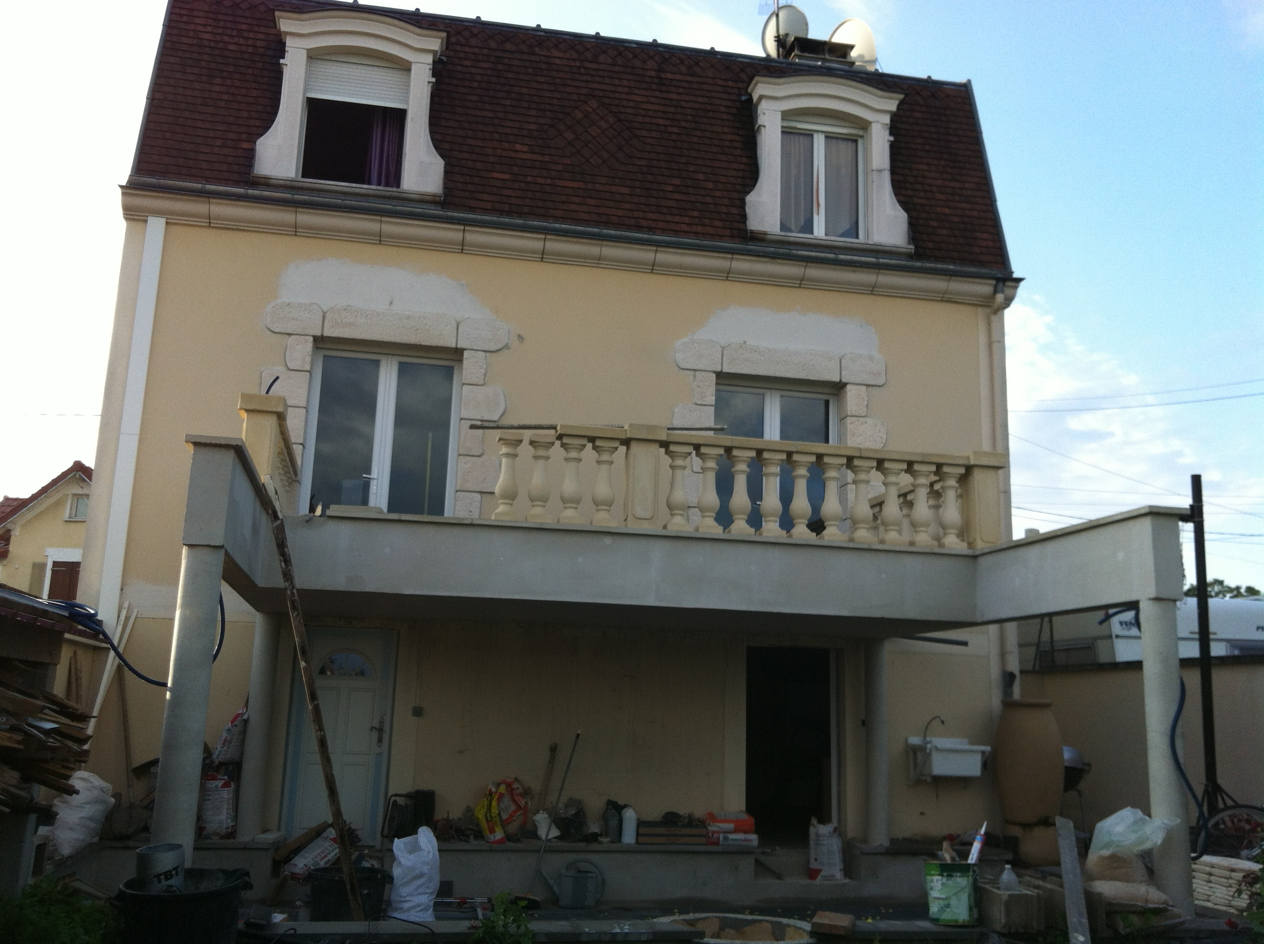 travaux-creation-terrasse-3-agrandissement-balcon-pendant-texas-batiment-min