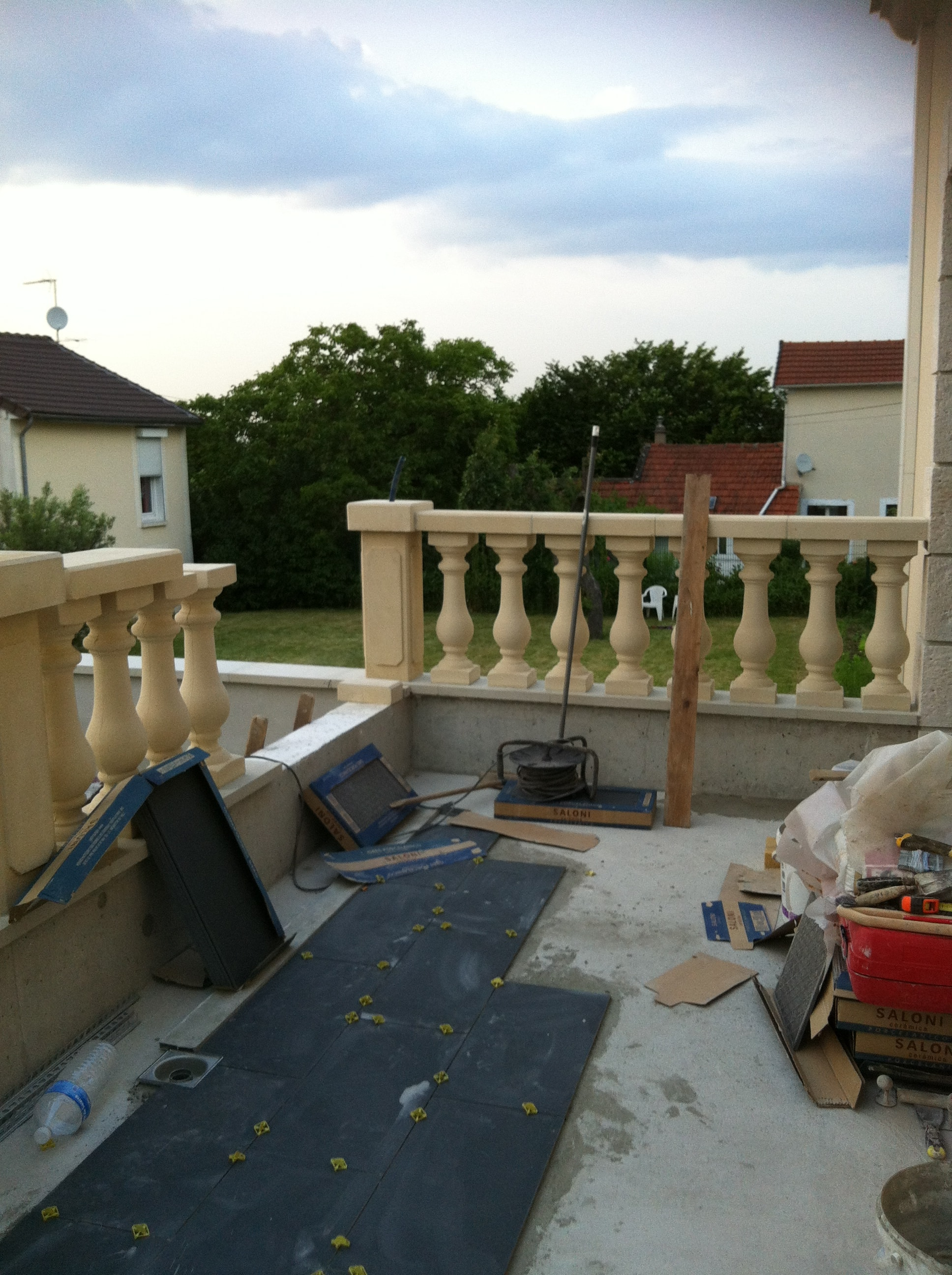 travaux-creation-terrasse-4-agrandissement-balcon-pendant-texas-batiment-min