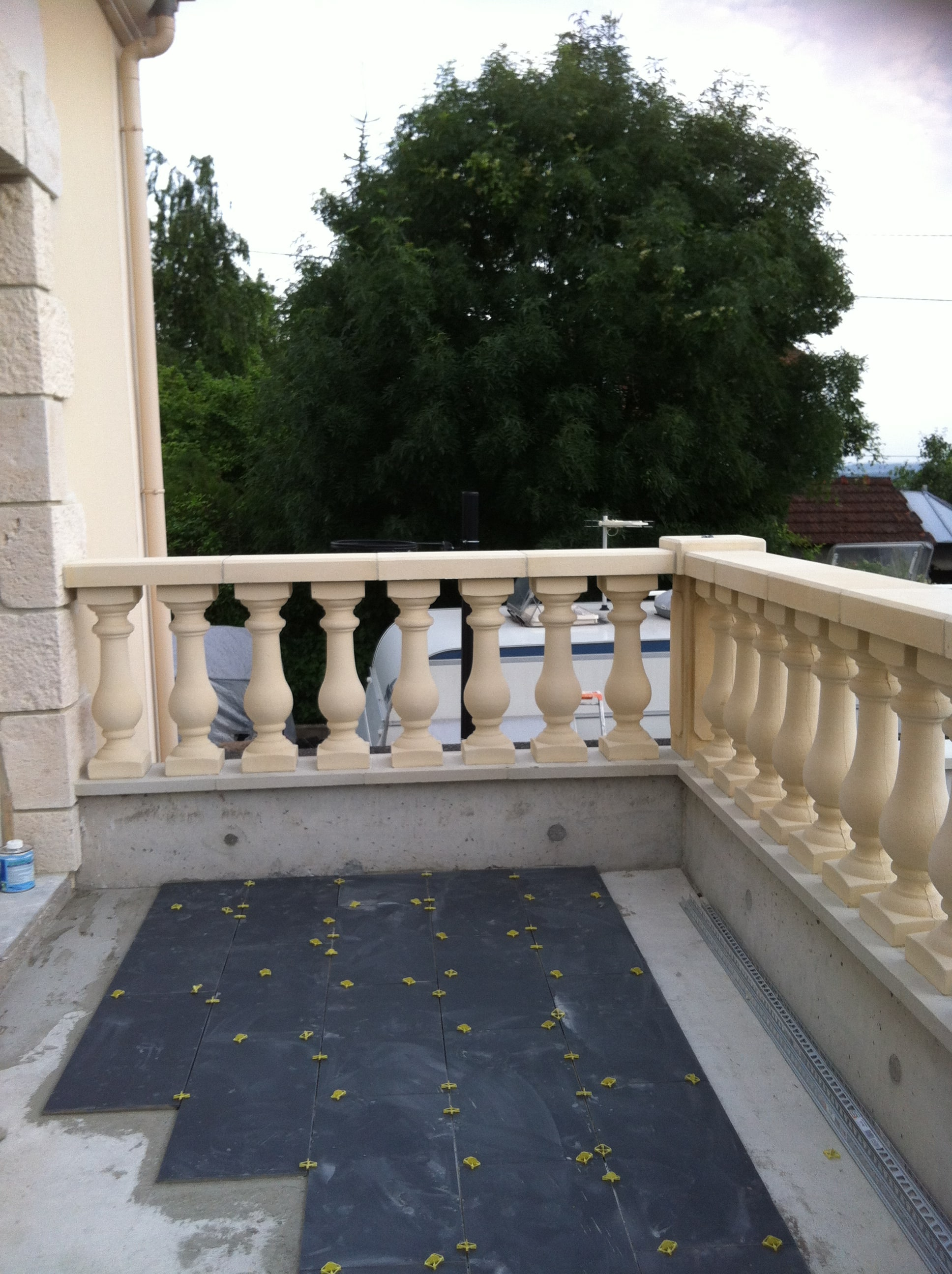 travaux-creation-terrasse-6-agrandissement-balcon-pendant-texas-batiment-min