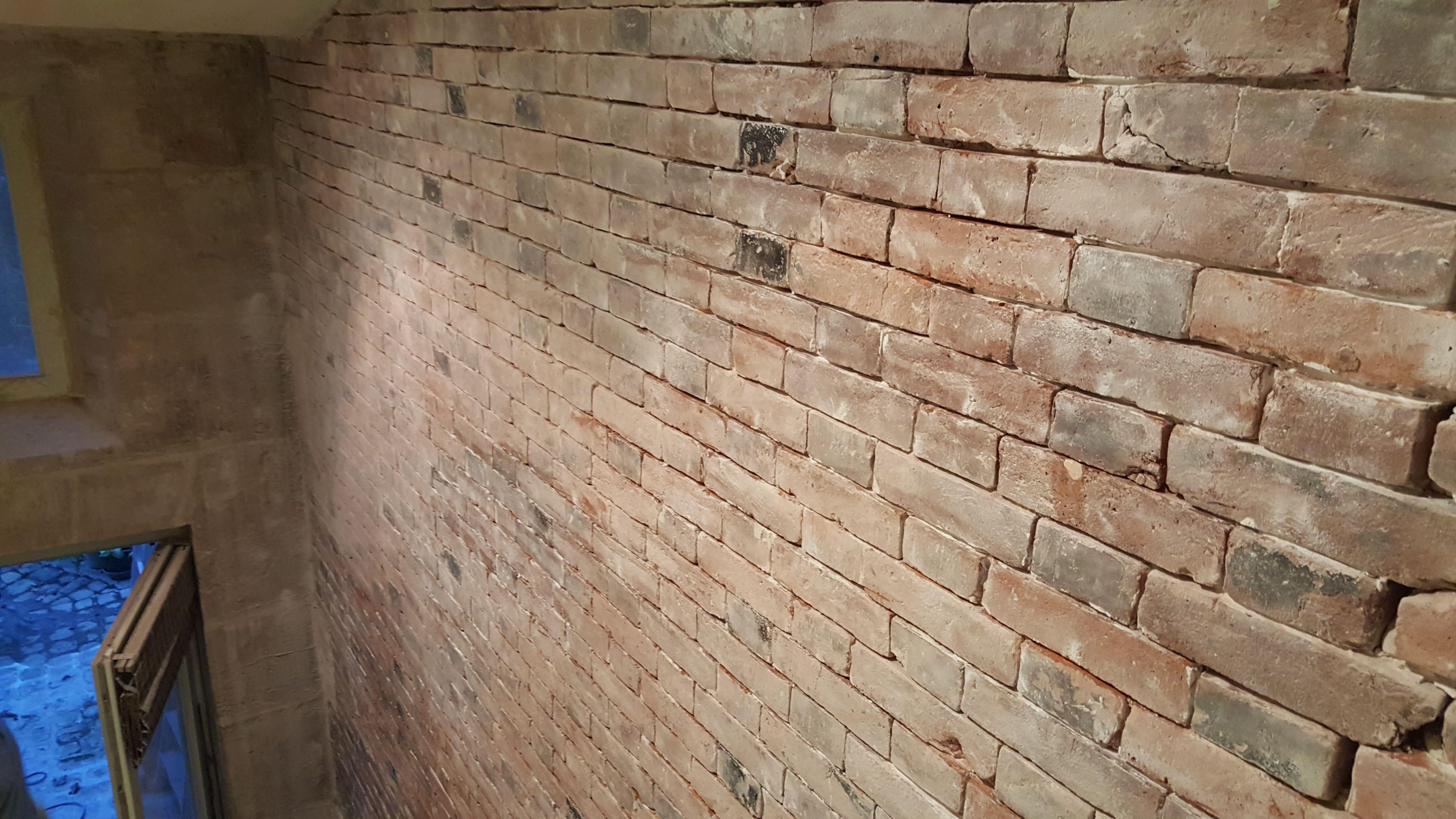 travaux-de-renovation-mur-de-brique-1-nettoyage-detachage-et-retapage-des-joints-societe-texas-batiment-min