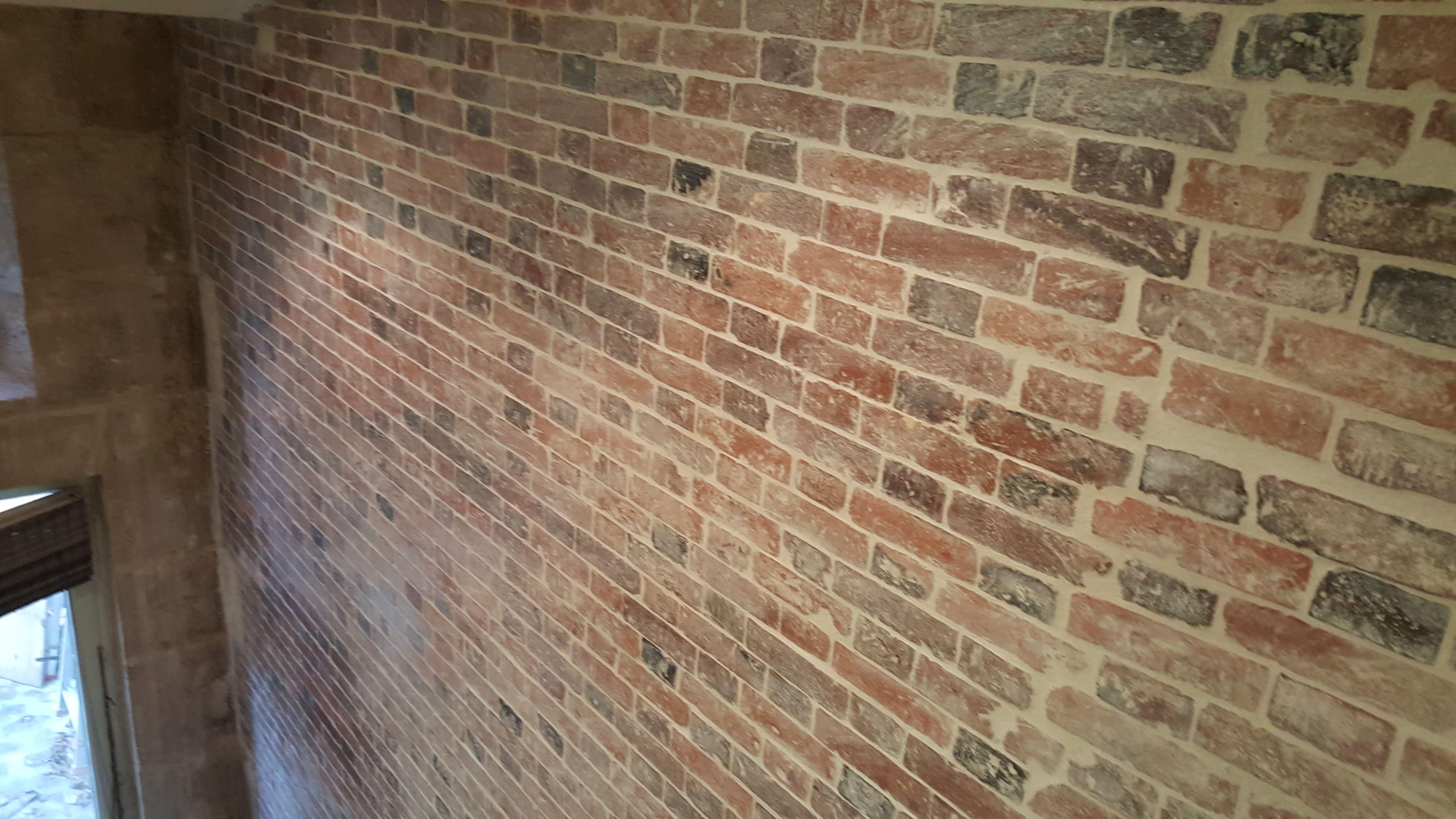travaux-de-renovation-mur-de-brique-2-nettoyage-detachage-et-retapage-des-joints-societe-texas-batiment-min
