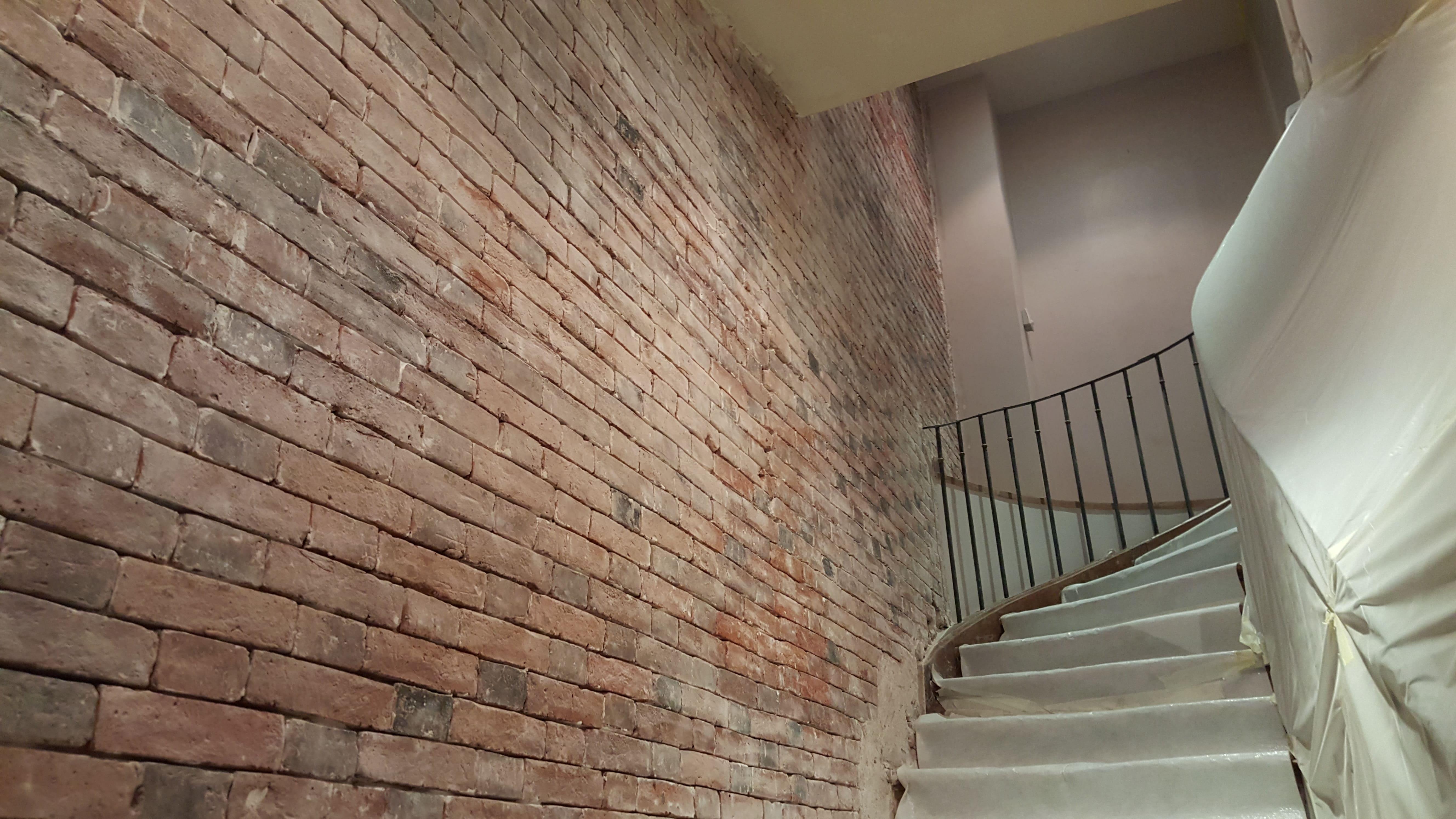travaux-de-renovation-mur-de-brique-5-nettoyage-detachage-et-retapage-des-joints-societe-texas-batiment-min
