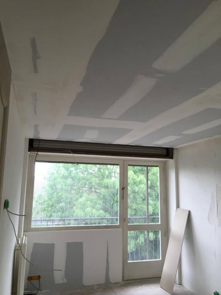 travaux-de-renovation-peinture-bande-enduit-menuiserie-platrerie-villiers-sur-marne-chambre-avec-balcon-a-1-maghawry-texas-batiment-rge-min
