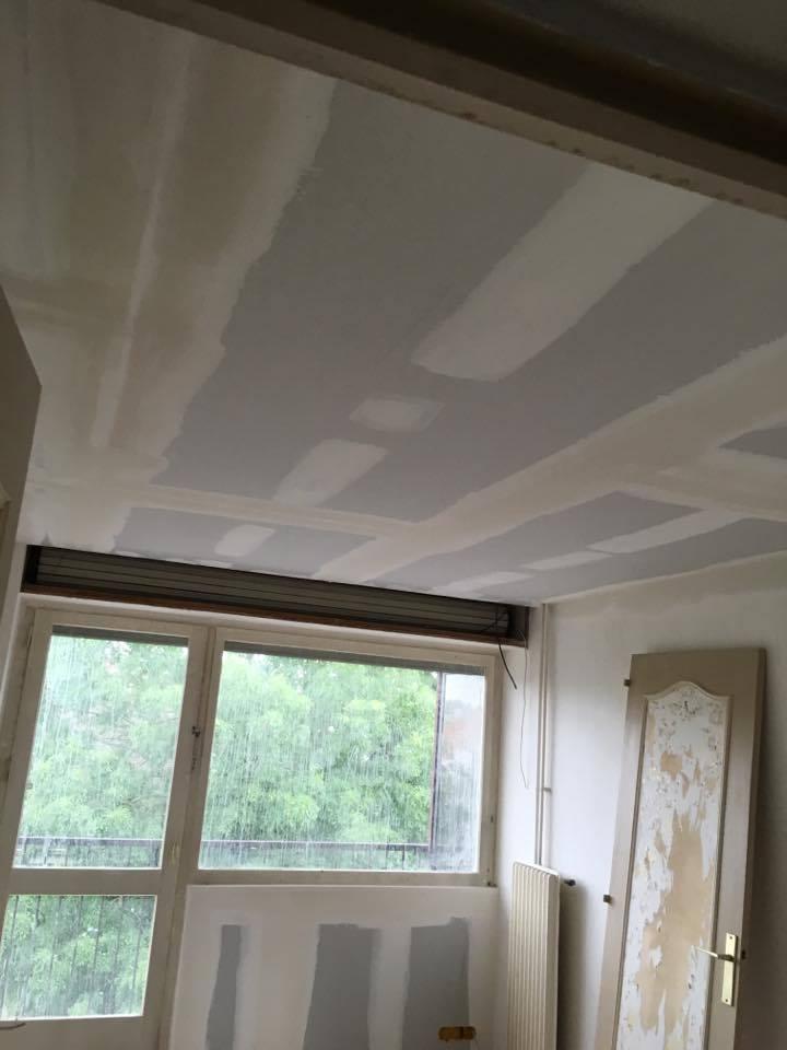 travaux-de-renovation-peinture-bande-enduit-menuiserie-platrerie-villiers-sur-marne-chambre-avec-balcon-b-1-maghawry-texas-batiment-rge-min