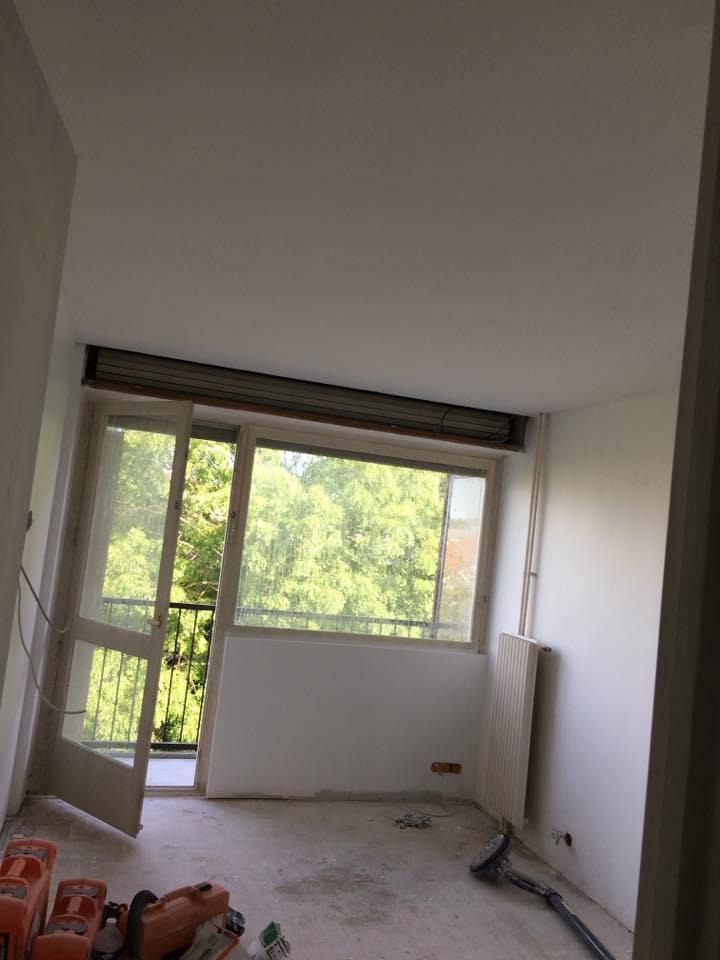 travaux-de-renovation-peinture-bande-enduit-menuiserie-platrerie-villiers-sur-marne-chambre-avec-balcon-b-2-maghawry-texas-batiment-rge-min