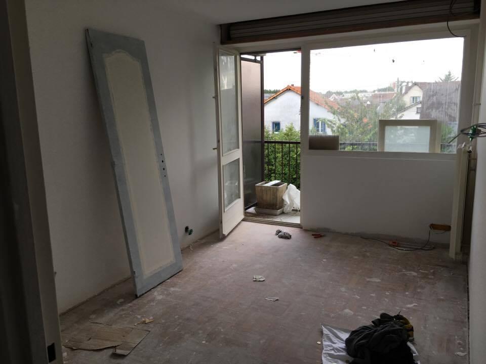 travaux-de-renovation-peinture-bande-enduit-menuiserie-platrerie-villiers-sur-marne-chambre-avec-balcon-c-2-maghawry-texas-batiment-rge-min