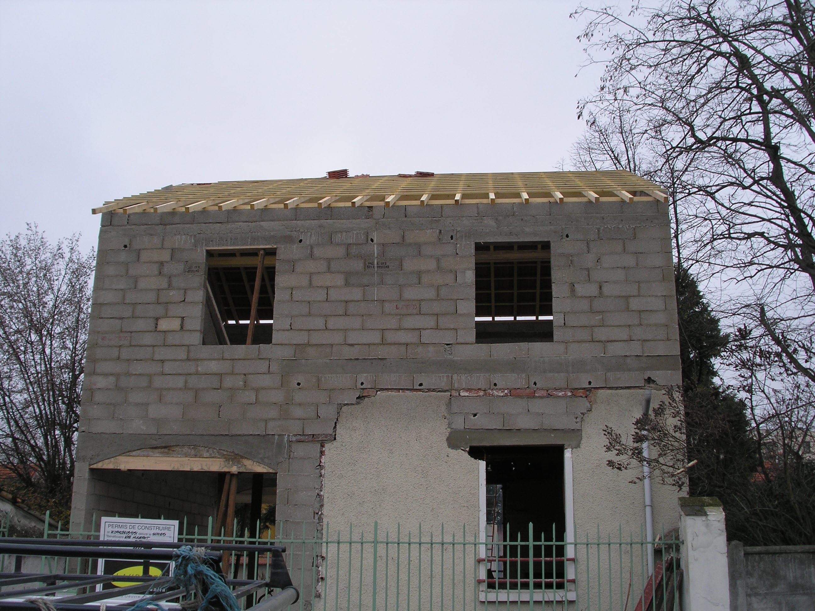 travaux-pavillon-8-demolition-agrandissement-couverture-ravalement-texas-batiment-min