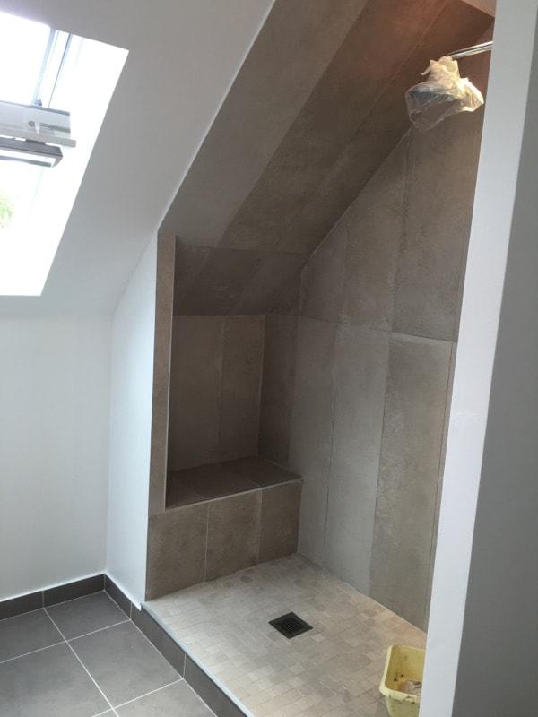 travaux-renovation-d'une-salle-de-bain-2-peinture-carrelage-plomberie-electricite-chantier-martexas-batiment-rge-min