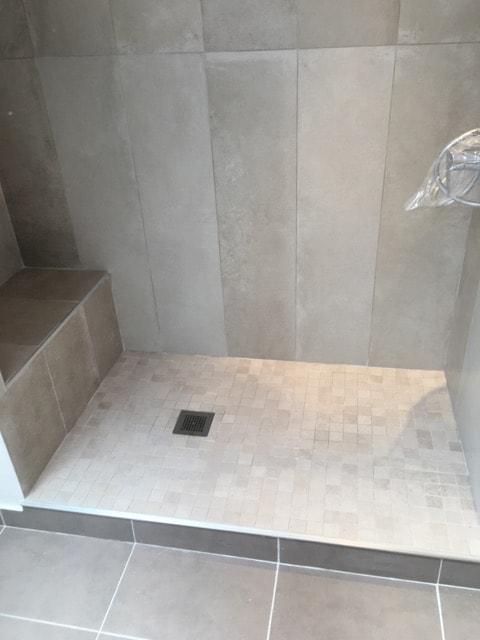 travaux-renovation-d'une-salle-de-bain-5-peinture-carrelage-plomberie-electricite-chantier-martexas-batiment-rge.jpg-min