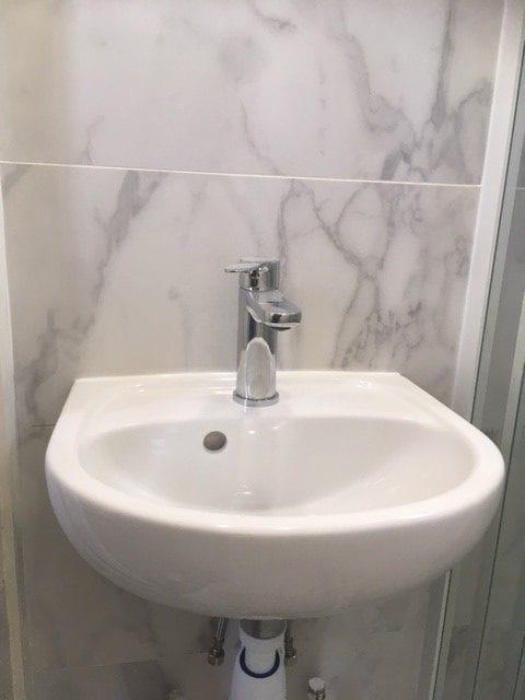 travaux-de-renovation-par-texas-batiment-rge-soliman-salle-de-bain-meuble-vasque-plomberie-electricite-carrelage-douche-italienne-12--min