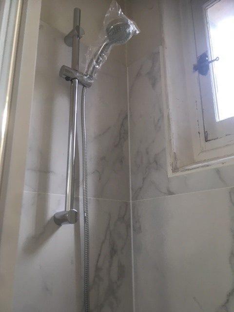 travaux-de-renovation-par-texas-batiment-rge-soliman-salle-de-bain-meuble-vasque-plomberie-electricite-carrelage-douche-italienne-13-min