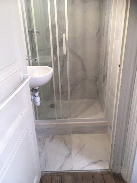 travaux-de-renovation-par-texas-batiment-rge-soliman-salle-de-bain-meuble-vasque-plomberie-electricite-carrelage-douche-italienne-7.5-min