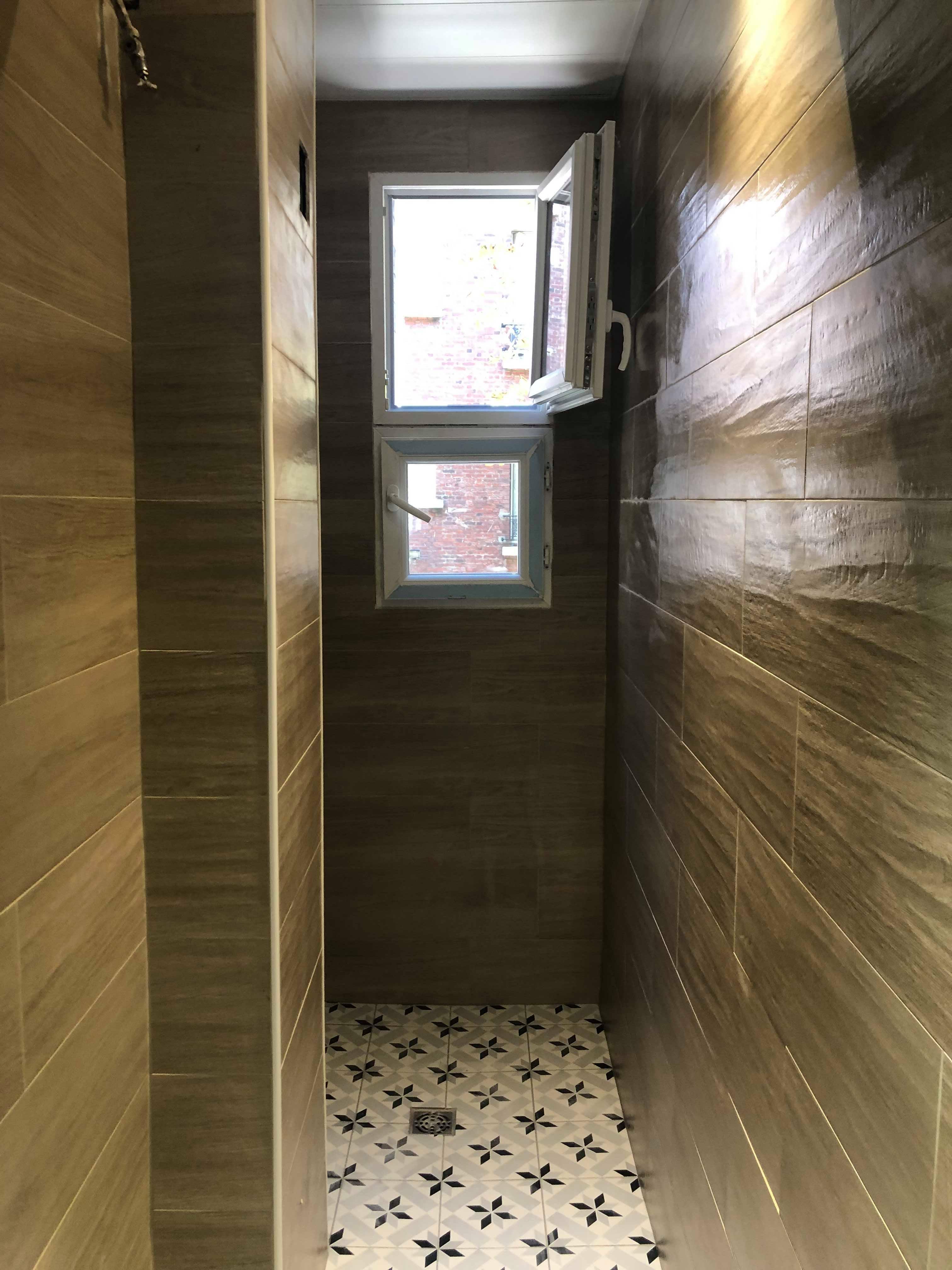 entreprise-generale-texas-batiment-mohamed-soliman-rge-travaux-renovation-salle-de-bain-carrelage-plomberie-douche-a-l-italienne-espace-moderne-sobre-11