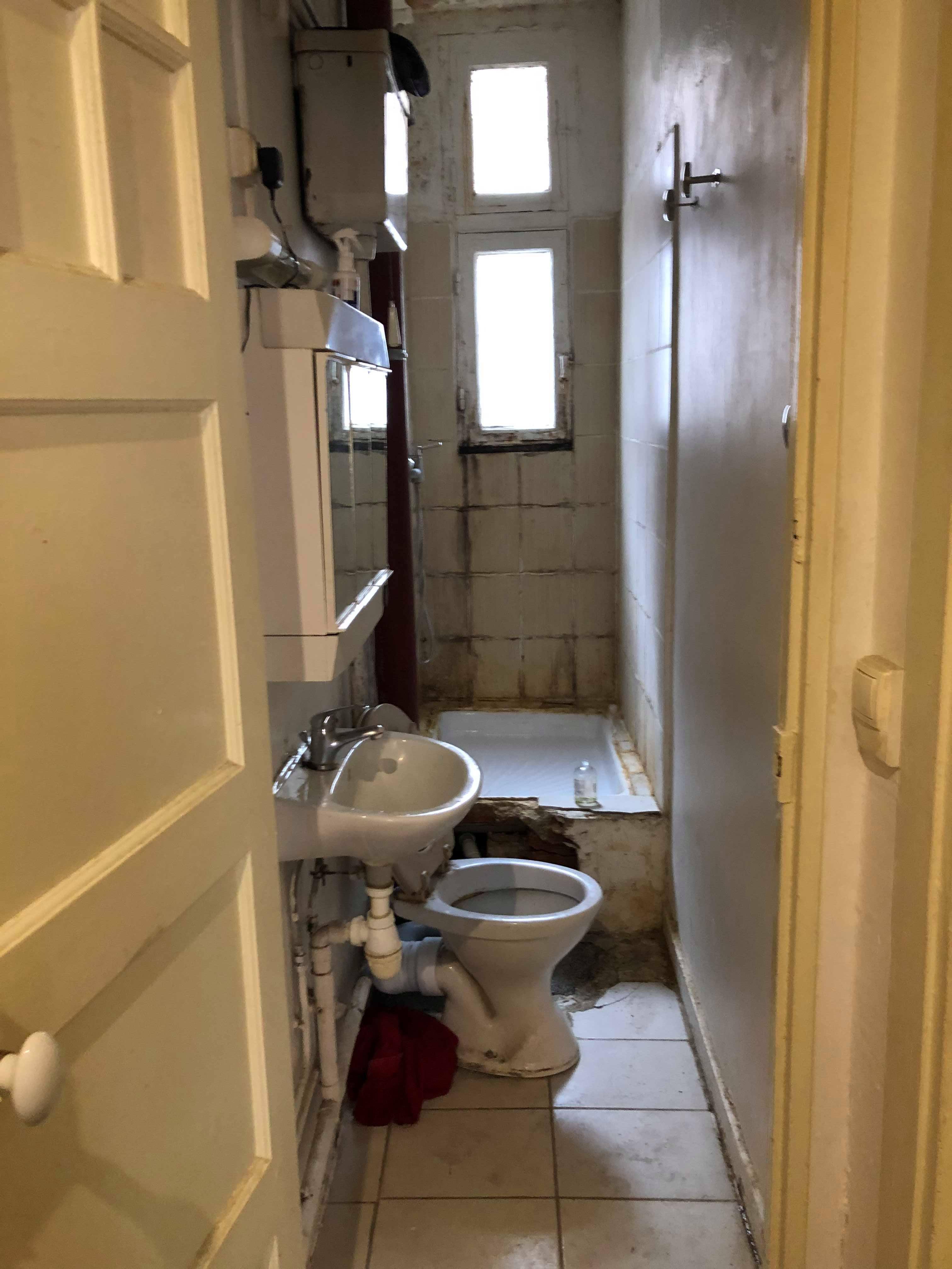 entreprise-generale-texas-batiment-mohamed-soliman-rge-travaux-renovation-salle-de-bain-carrelage-plomberie-douche-a-l-italienne-espace-moderne-sobre-3