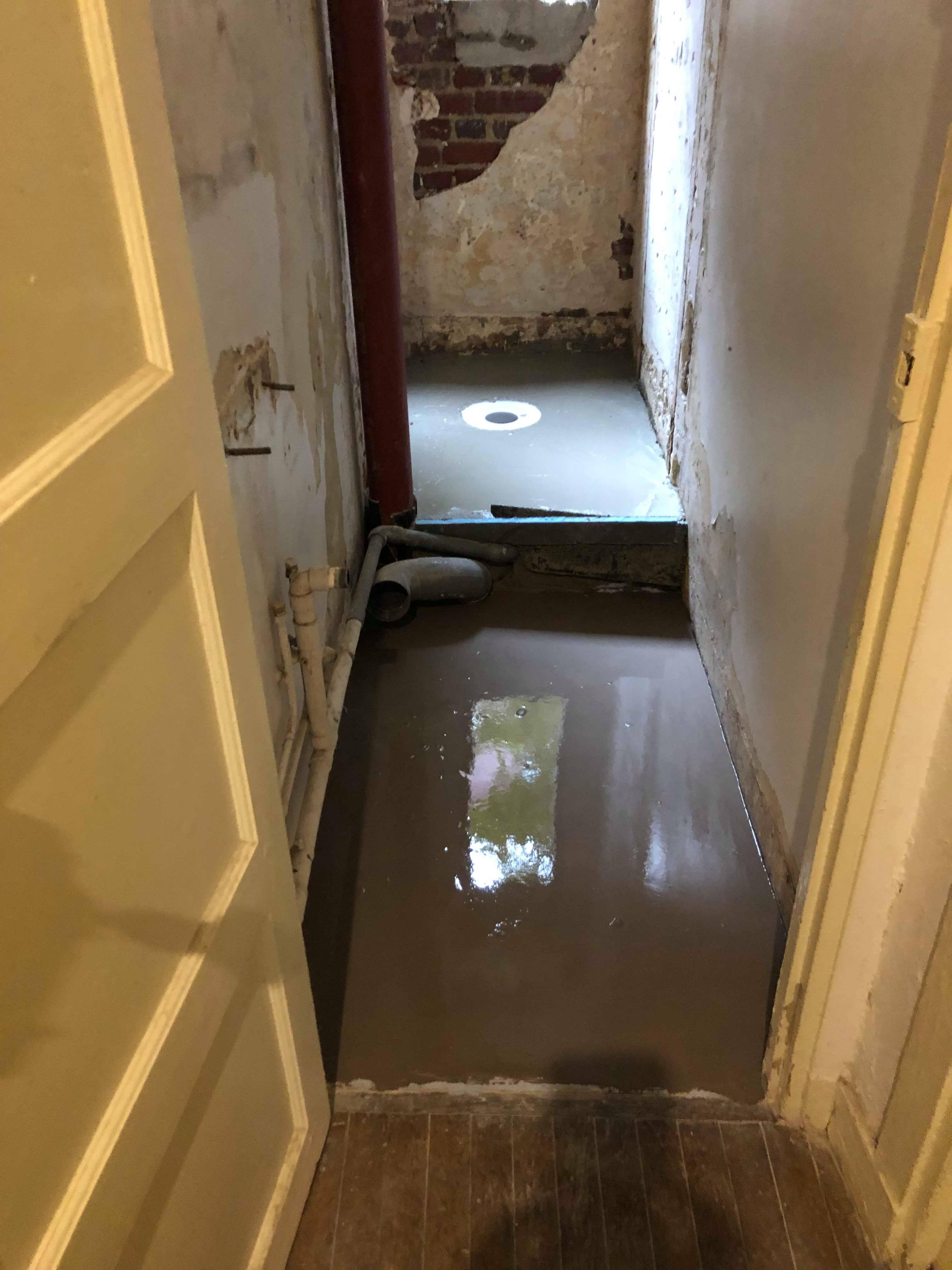 entreprise-generale-texas-batiment-mohamed-soliman-rge-travaux-renovation-salle-de-bain-carrelage-plomberie-douche-a-l-italienne-espace-moderne-sobre-7