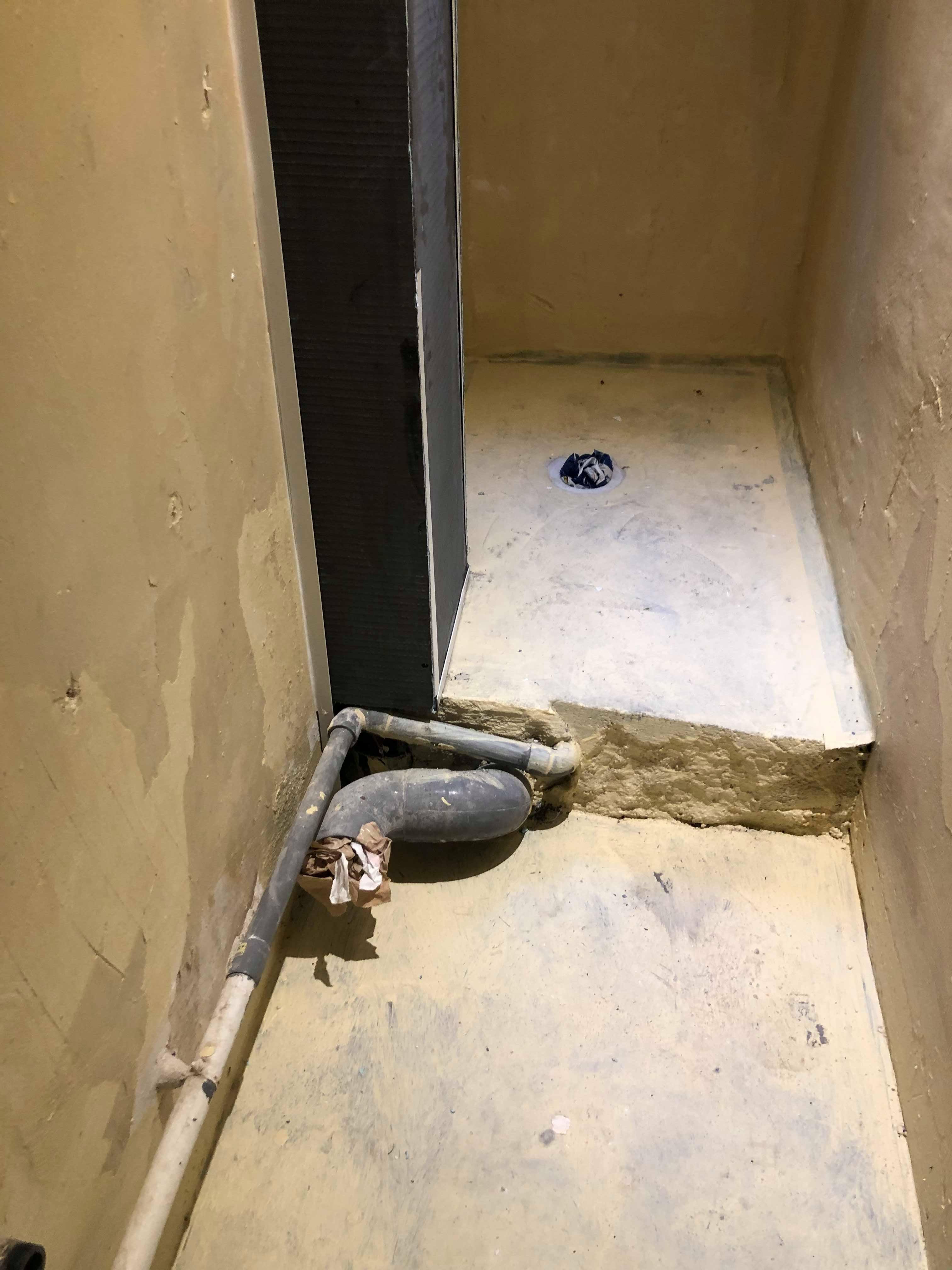 entreprise-generale-texas-batiment-mohamed-soliman-rge-travaux-renovation-salle-de-bain-carrelage-plomberie-douche-a-l-italienne-espace-moderne-sobre-9