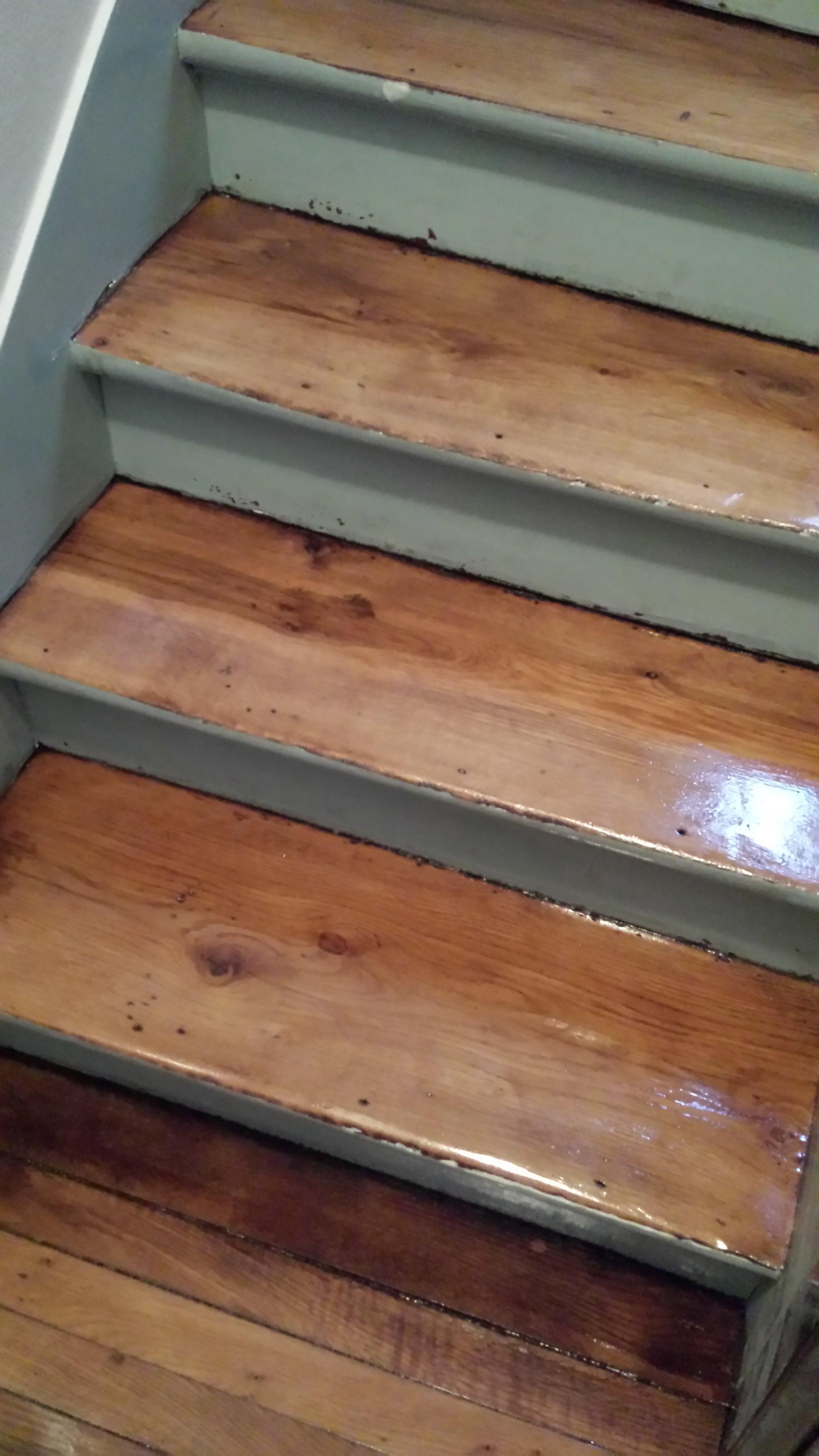 travaux-renovation-escalier-poncage-verni-immeuble-de-paris-3-texas-batiment-rge-min
