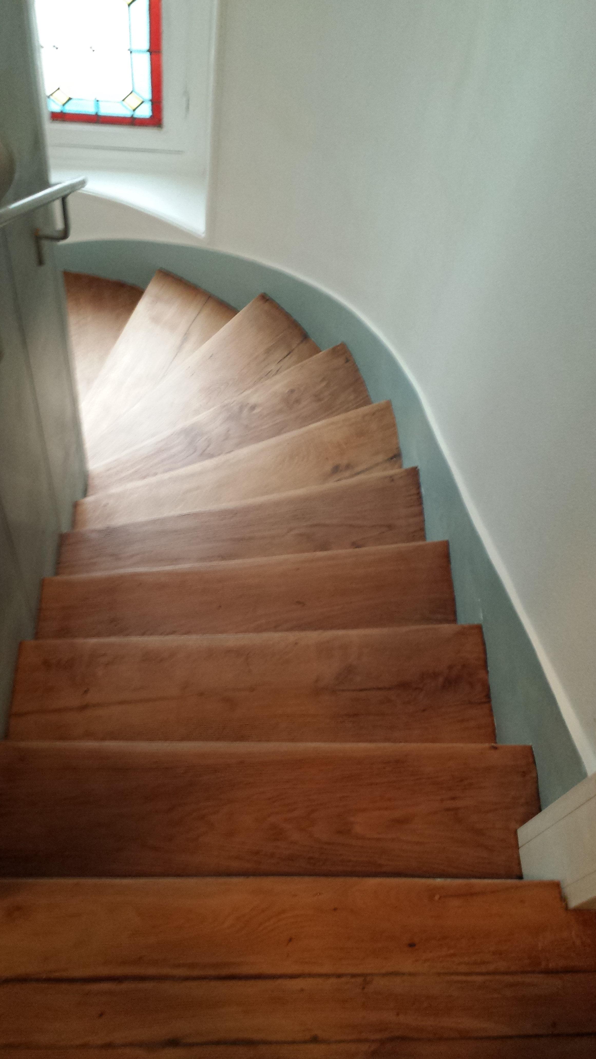 travaux-renovation-escalier-poncage-verni-immeuble-de-paris-4-texas-batiment-rge-min